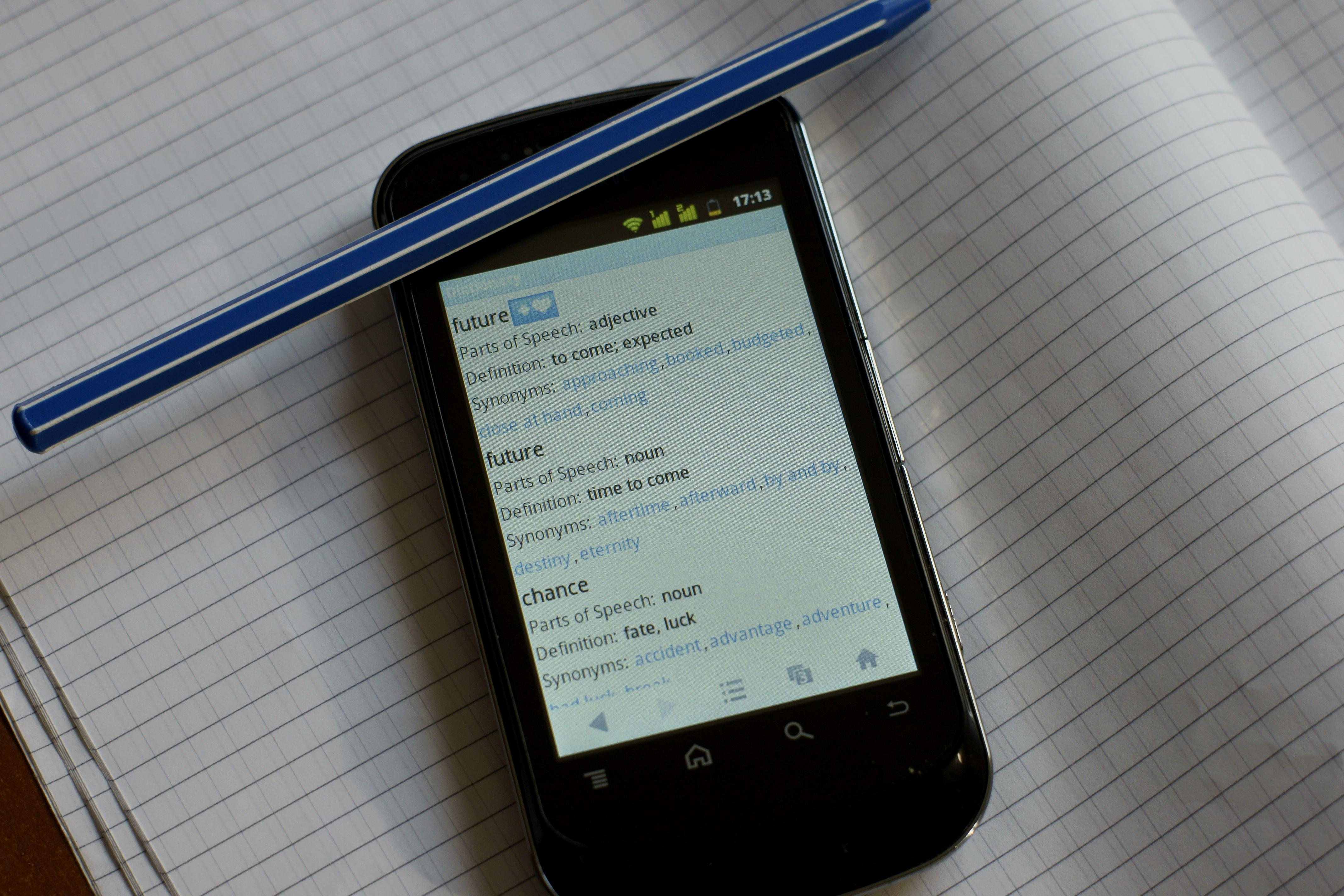 El contacto «Aa» en la agenda del móvil